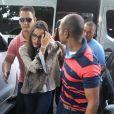 Emilly Araújo, campeã do 'BBB17', foi escoltada por seguranças