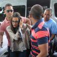 Emilly Araújo, campeã do 'BBB17', foi escoltada por três seguranças