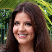 Mariana Santos celebra personagem sem vaidade em novela: 'Gravo com enchimento'