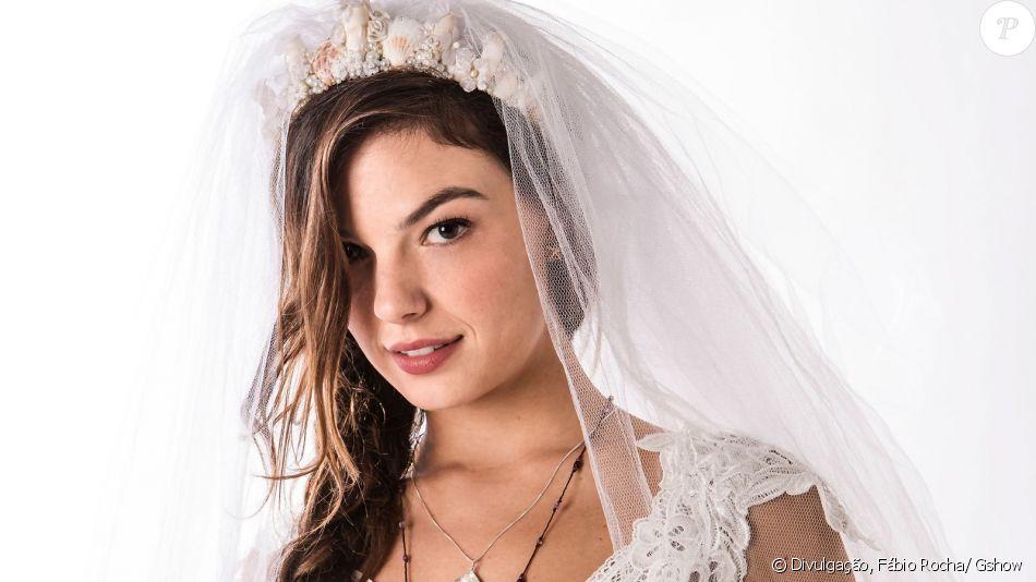Sem se divorciar de Zeca (Marco Pigossi), Ritinha (Isis Valverde) 'arruma' documentos de solteira para se casar com Ruy (Fiuk), na novela 'A Força do Querer'