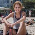 Ivana (Carol Duarte) diz a Simone (Juliana Paiva) que não é gay, mas admite que não sabe ao certo 'o que é', na novela 'A Força do Querer'