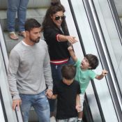 Juliana Paes passeia com os filhos e o marido em shopping do Rio de Janeiro