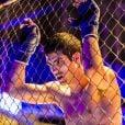 Mesmo debilitado, sem enxergar direito,   Rômulo (Juliano Laham) disputará a luta final de MMA