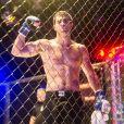 Rômulo (Juliano Laham) será consagrado como campeão no campeonato de MMA em 'Malhação - Pro dia Nascer Feliz'