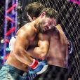 Rômulo (Juliano Laham) levará uma surra de Vanderson (Duda Nagle)   após vencer a semifinal de MMA contra o vilão