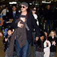 Angelina Jolie tem seis filhos com o ator Brad Pitt; casal pretende adotar mais uma menina na Etiópia