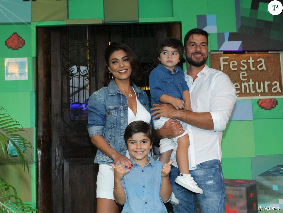 Juliana Paes mostrou o filho Pedro com braço engessado no Instagram nesta terça-feira, 25 de abril de 2017
