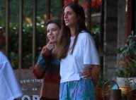 Bruna Linzmeyer e a namorada vão a restaurante com Isis Valverde e André Resende