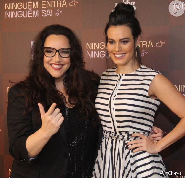 Ana Carolina acompanha a namorada, Leticia Lima, em pré-estreia de filme no Rio de Janeiro