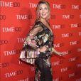Blake Lively usou look com transparências e bordados da grife Marchesa no baile de gala Time 100, em Nova York, nesta terça-feira, 25 de abril de 2017