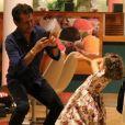 Minna, de 3 anos, esbanjou fofura ao posar para fotos em passeio com os pais, Guilhermina Guinle e Leonardo Antonelli, na noite desta quarta-feira, 26 de abril de 2017, em shopping da Barra da Tijuca