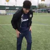 Que tombo! Neymar escorrega na bola ao tentar embaixadinha: 'Deu ruim'. Vídeo!