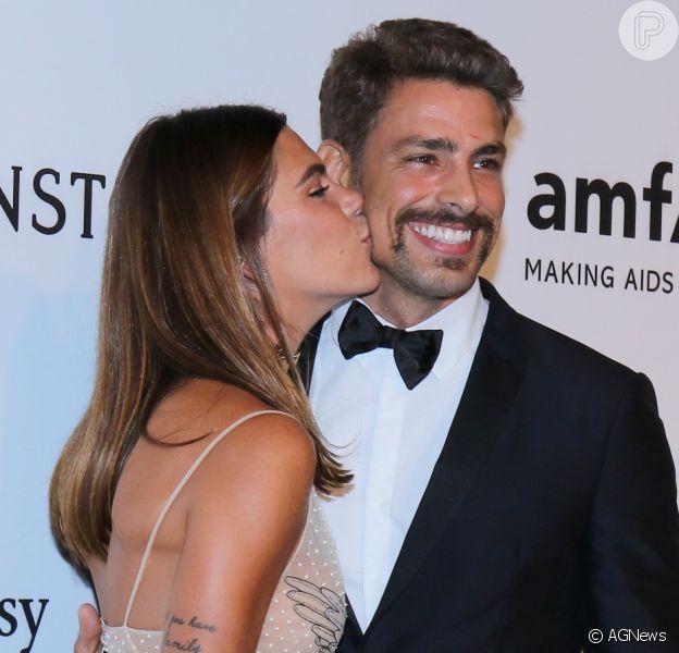 Cauã Reymond e Mariana Goldfarbretornam a baile onde deram 1° beijo público
