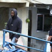 Kanye West visita Morro do Vidigal, no Rio, acompanhado por seguranças