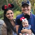 Michel Teló gravou um vídeo lamentando as saudades da mulher, Thais Fersoza, e da filha, Melinda: 'Minhas meninas'