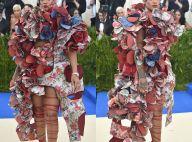 Rihanna vira meme com look excêntrico no MET Gala: 'Embrulho de presente'. Fotos