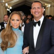 Jennifer Lopez surge com novo namorado no MET Gala 2017: 'Eu e meu belo homem'