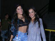 Ex-BBB Emilly deixa barriga de fora ao curtir show sertanejo com a irmã, Mayla