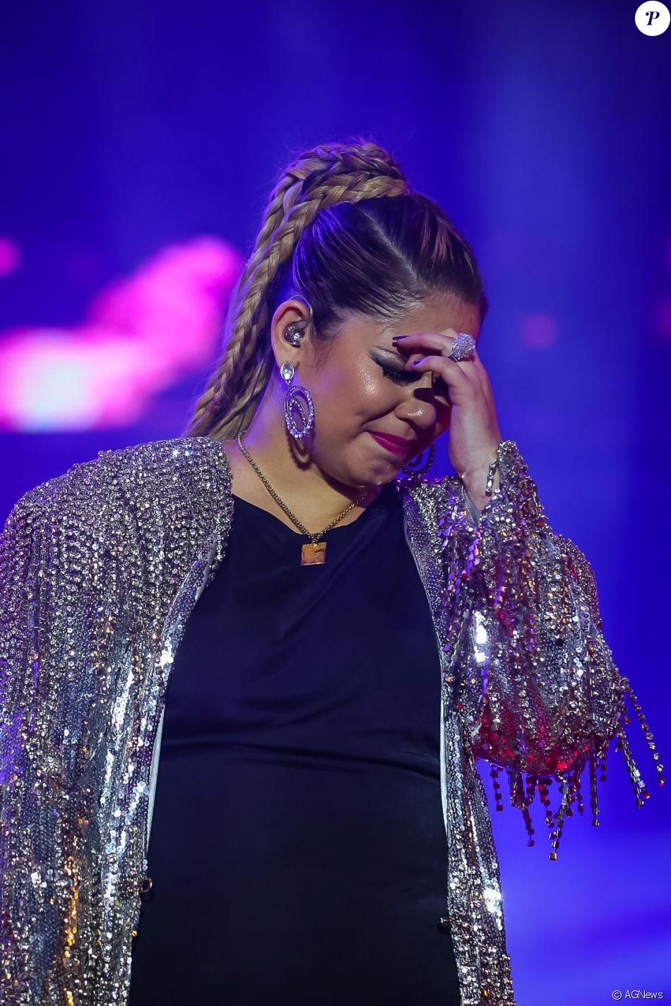 Marília Mendonça chorou durante show da turnê 'Festa das Patroas', no Anhembi, na noite dete sábado, 6 de maio de 2017