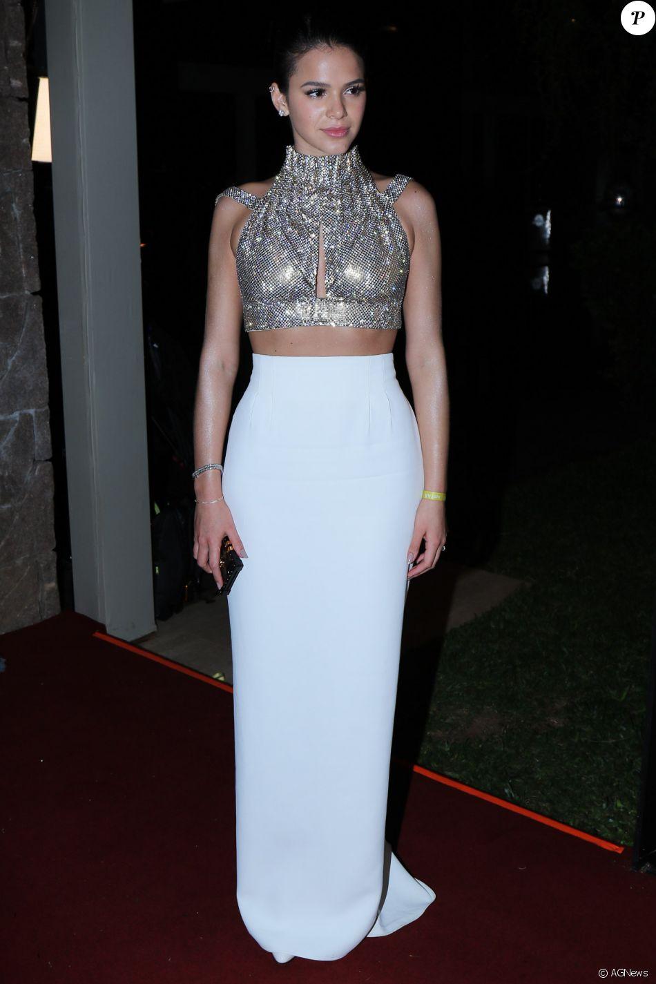 Bruna Marquezine visita igreja e posa com fãs em Nova York ... Jennifer Aniston Brad Pitt