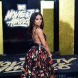Ajiona Alexus investiu em decote e estampa para o MTV Movie and TV Awards, que aconteceu em Los Angeles, Estados Unidos, na noite deste domingo, 7 de maio de 2017