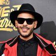 Hugo Gloss cruzou o tapete vermelho do MTV Movie and TV Awards 2017 de chapéu, marca registrada de seus looks
