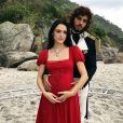 Joaquim (Chay Suede) implora que a princesa lhe deixe ajudar no parto de Anna (Isabelle Drummond) e orienta a gestante a ficar de cócoras para dar à luz, na novela 'Novo Mundo'
