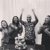 Thiaguinho ganha festa surpresa da noiva, Fernanda Souza: 'Te amo'