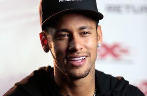 Neymar eterniza pose pedindo silêncio em tatuagem com rosto do filho: 'Shhh...'