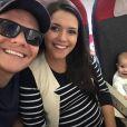 Michel Teló está no Rio de Janeiro com a filha e Thais Fersoza