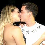 Wesley Safadão namora a mulher no bastidor da gravação do DVD de Naiara Azevedo