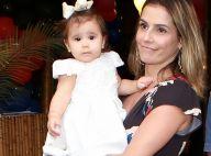 Deborah Secco sofre com distância de Maria Flor e posta foto chorando: 'Saudade'