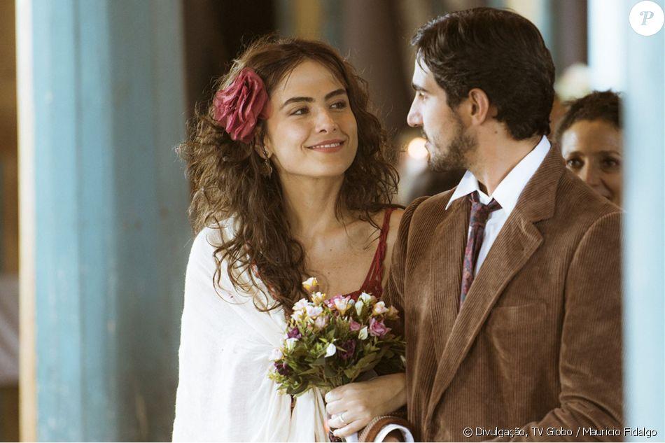 Maria Casadevall e Renato Góes não escondem mais romance