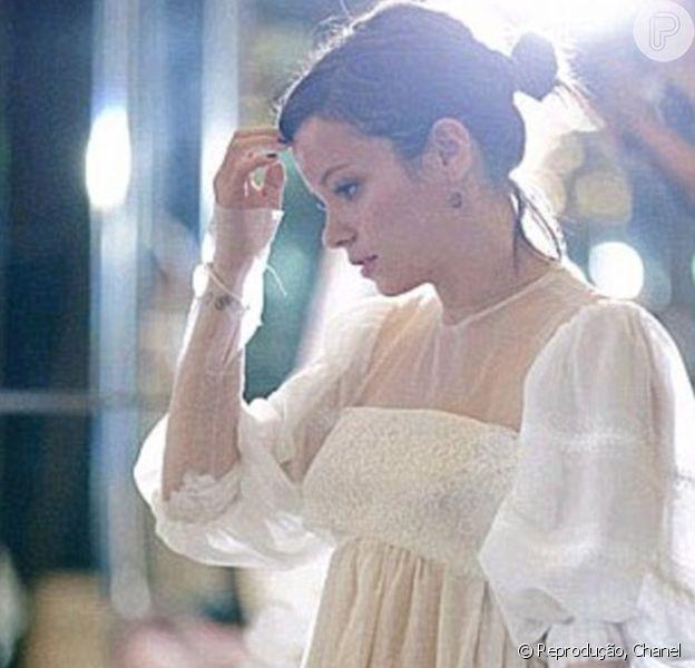 Lily Allen não sabe onde está vestido Chanel de R$ 791 mil que usou no dia de seu casamento, em 13 de março de 2014