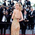 A modelo checa Eva Herzigovana usou vestido com aplicações de strass na alça na cerimônia de abertura da 70ª edição do Festival de Cannes, no sul da França, nesta quarta-feira, 17 de maio de 2017