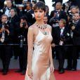 A modelo Emily Ratajkowskina de Twinset na cerimônia de abertura da 70ª edição do Festival de Cannes, no sul da França, nesta quarta-feira, 17 de maio de 2017