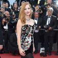 Jessica Chastain apostou em bordados, transparência e veludo com o look Alexander McQueenna cerimônia de abertura da 70ª edição do Festival de Cannes, no sul da França, nesta quarta-feira, 17 de maio de 2017