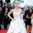Elle Fanning de Vivienne Westwoodna cerimônia de abertura da 70ª edição do Festival de Cannes, no sul da França, nesta quarta-feira, 17 de maio de 2017