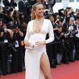 Petra Nemcovano usou longo The 2nd Skin Co. e sandáliasLoriblu nosegundo dia do Festival de Cannes, no Sul da França, nesta quinta-feira, 18 de maio de 2017