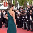 Deepika Padukone, atriz e modelo indiana, apostou em um vestido com capa lateral para o segundo dia do Festival de Cannes, no Sul da França, nesta quinta-feira, 18 de maio de 2017