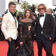 Emily Ratajkowski usou look Peter Dundasno segundo dia do Festival de Cannes, no Sul da França, nesta quinta-feira, 18 de maio de 2017