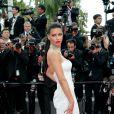 Adriana Lima roubou a cena com um vestido de noiva do estilista Naeem Khan no segundo dia do Festival de Cannes, no Sul da França, nesta quinta-feira, 18 de maio de 2017