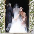 O vestido de noiva de Pippa Middleton, assinado pelo estilista britânico   Giles Deacon,   tinha   decote nas costas em formato de coração