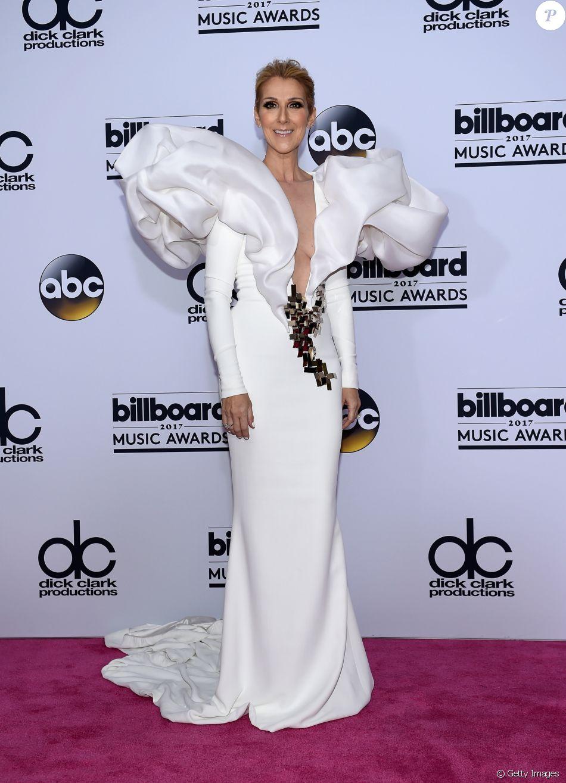 Céline Dion caprichou no visual com vestido Stephane Rolland na 25ª edição do Billboard Music Awards, realizada no T-Mobile Arena, em Las Vegas, Estados Unidos, neste domingo, 21 de maio de 2017