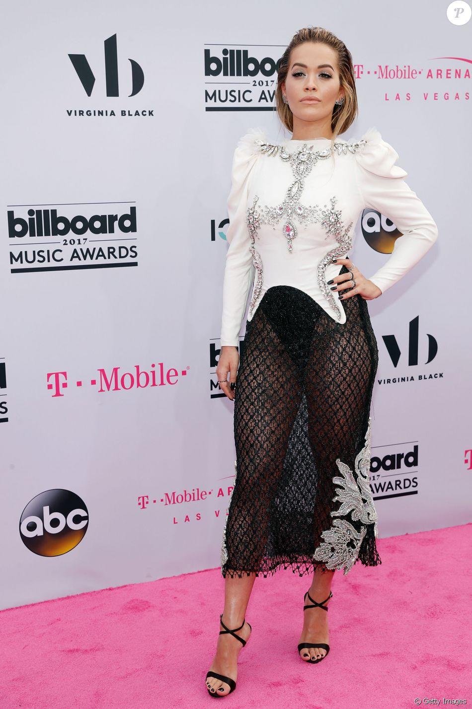 Rita Ora ousou com o look Francesco Scognamiglio e joias Lorraine Schwartz na 25ª edição do Billboard Music Awards, realizada no T-Mobile Arena, em Las Vegas, Estados Unidos, neste domingo, 21 de maio de 2017