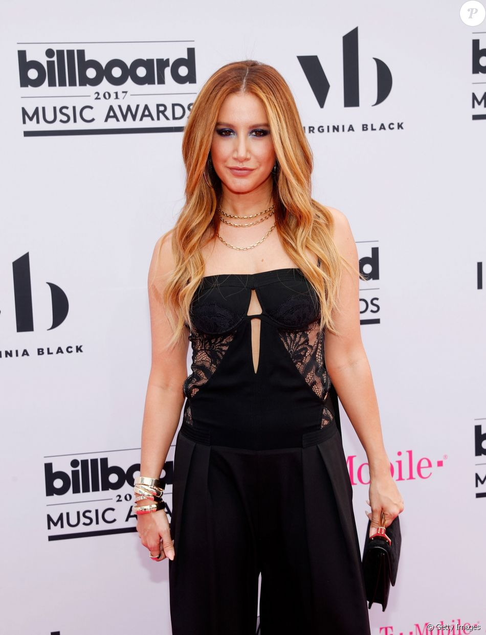 Ashley Tisdale usou macacão Tadashi Shojina 25ª edição do Billboard Music Awards, realizada no T-Mobile Arena, em Las Vegas, Estados Unidos, neste domingo, 21 de maio de 2017