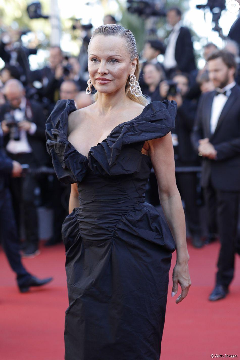 Pamela Anderson prestigiou a pré-estreia do filme '120 Battements Par Minute' no Festival de Cannes 2017