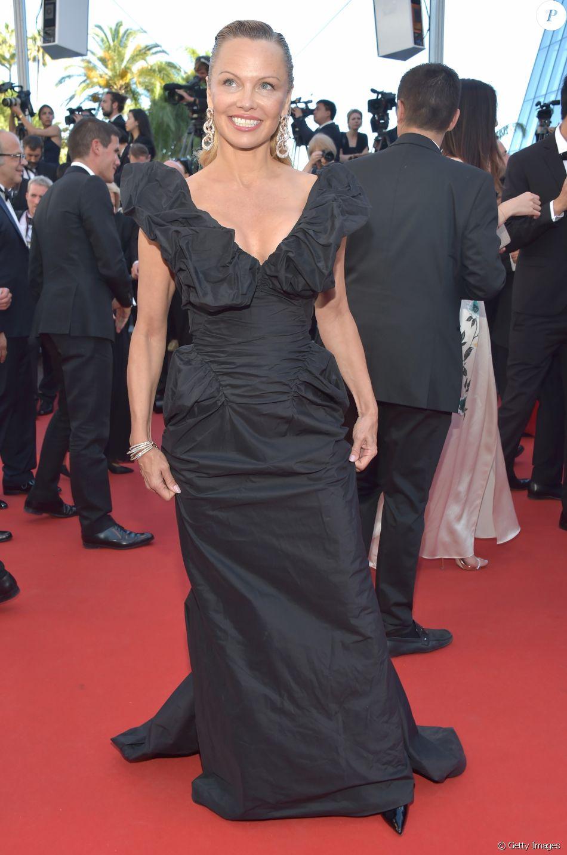 Pamela Anderson vestiu longo  Vivienne Westwood em Cannes, no último sábado, 20 de maio de 2017