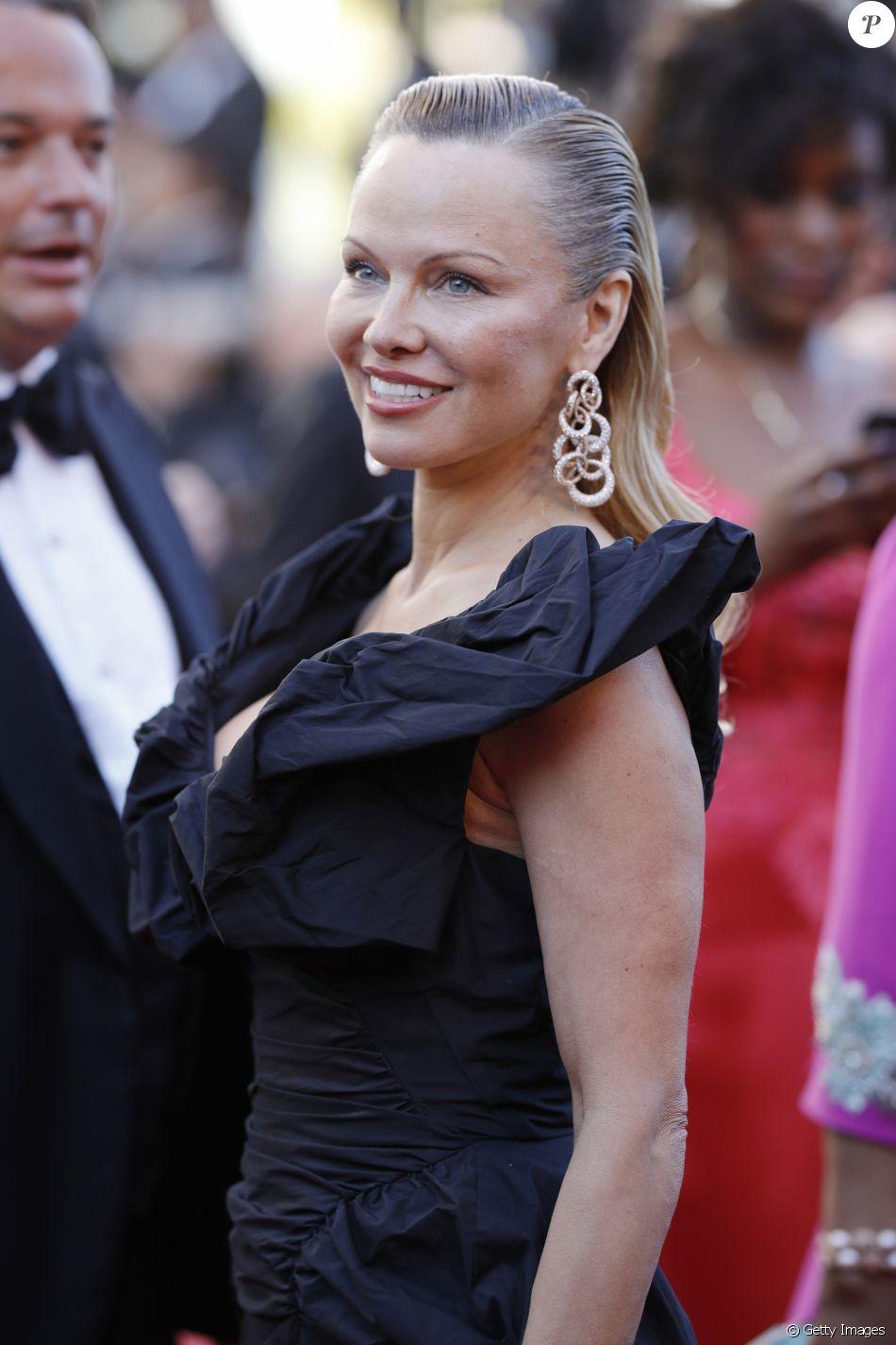 Pamela Anderson estampou a capa da última edição da 'Playboy' americana com fotos de nudez, em 2015