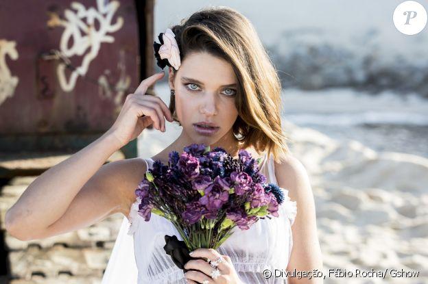 Cibele (Bruna Linzmeyer) fez uma vingança midiática contra Ruy (Fiuk), com direito a ensaio sensual com vestido de noiva e um vídeo que viralizou na internet, na novela 'A Força do Querer'